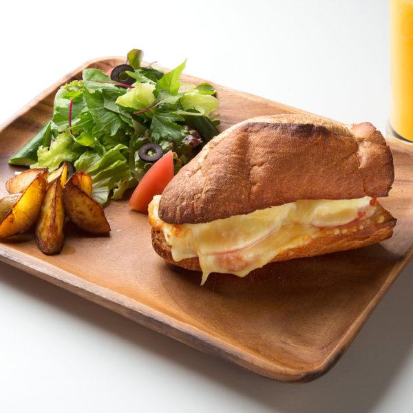 グリルトマトチーズサンドイッチ