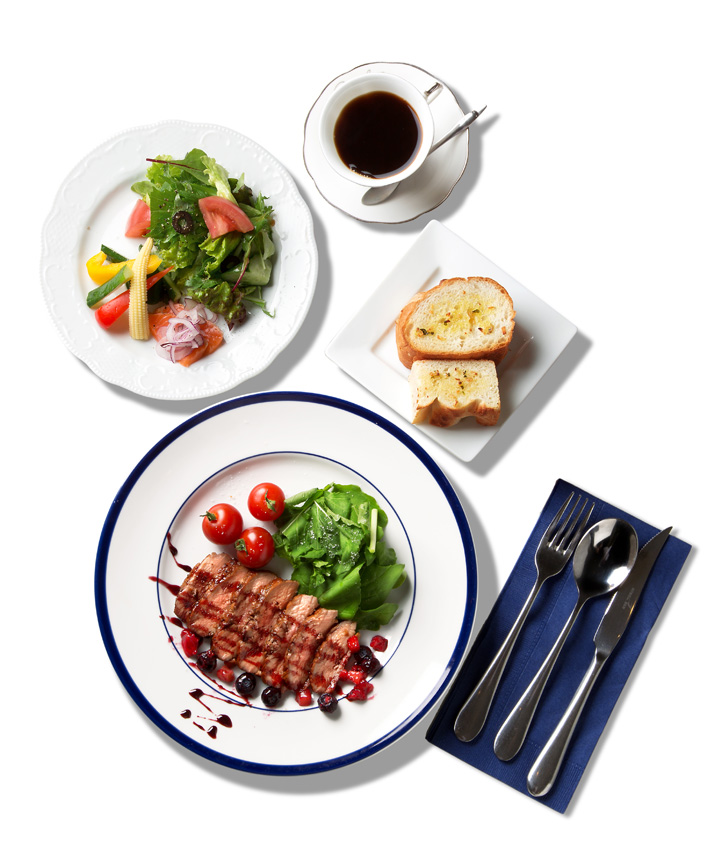 鴨胸肉のソテー赤ワインとベリーソース